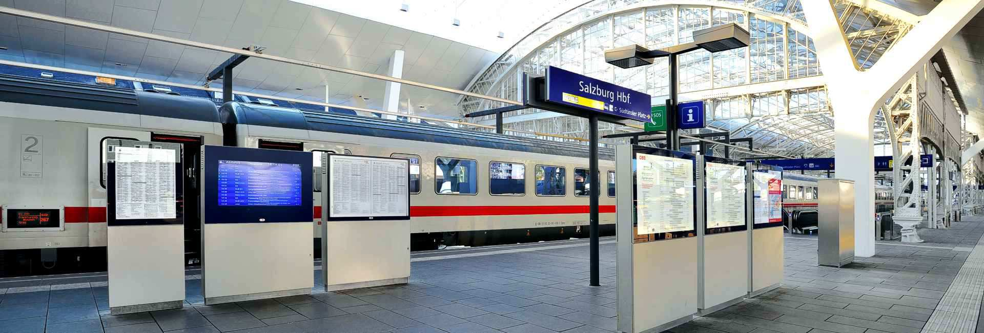 Showcases & Monitor-Showcases in a Design-line for the Central Station Salzburg.